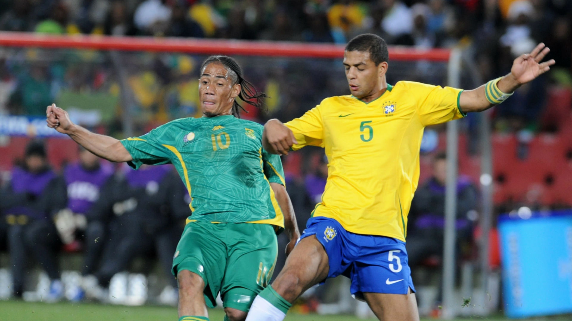 Steven Pienaar and Felipe Melo