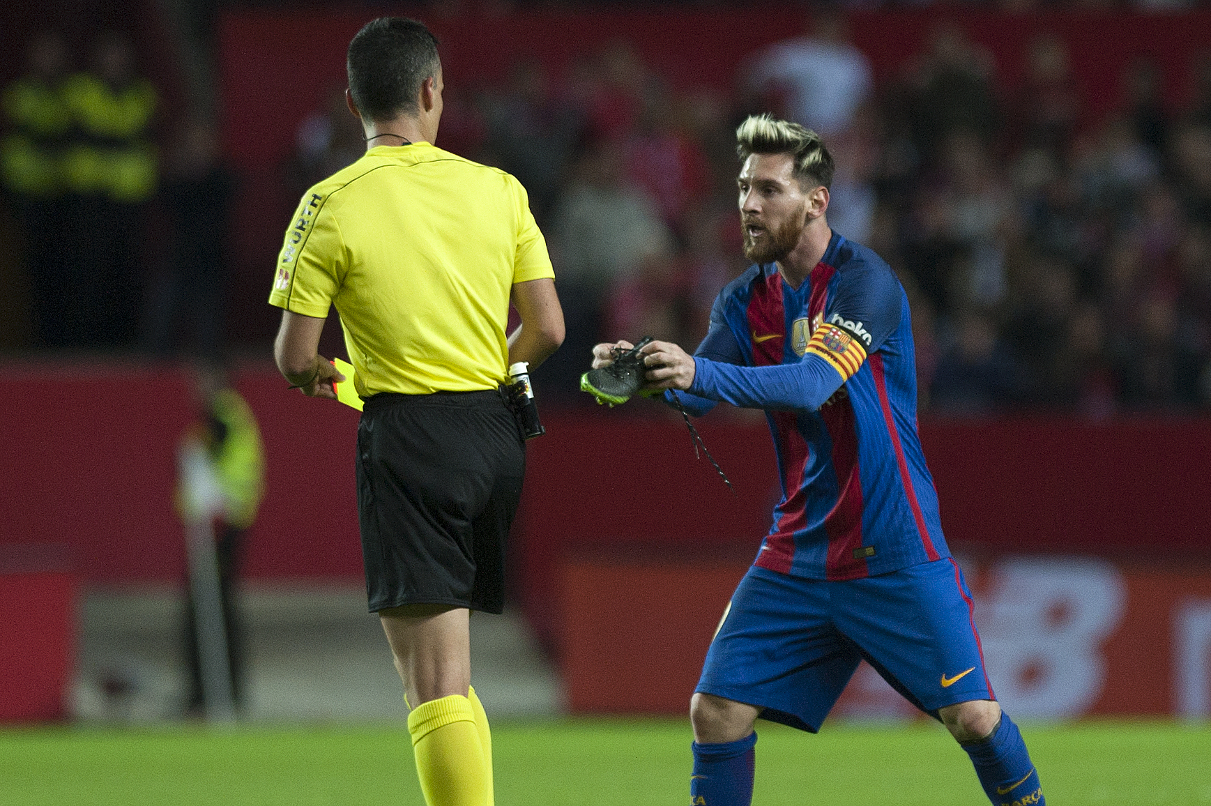 Lionel Messi get yellow card