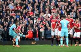Dimitry Payet scores free kick against Man United