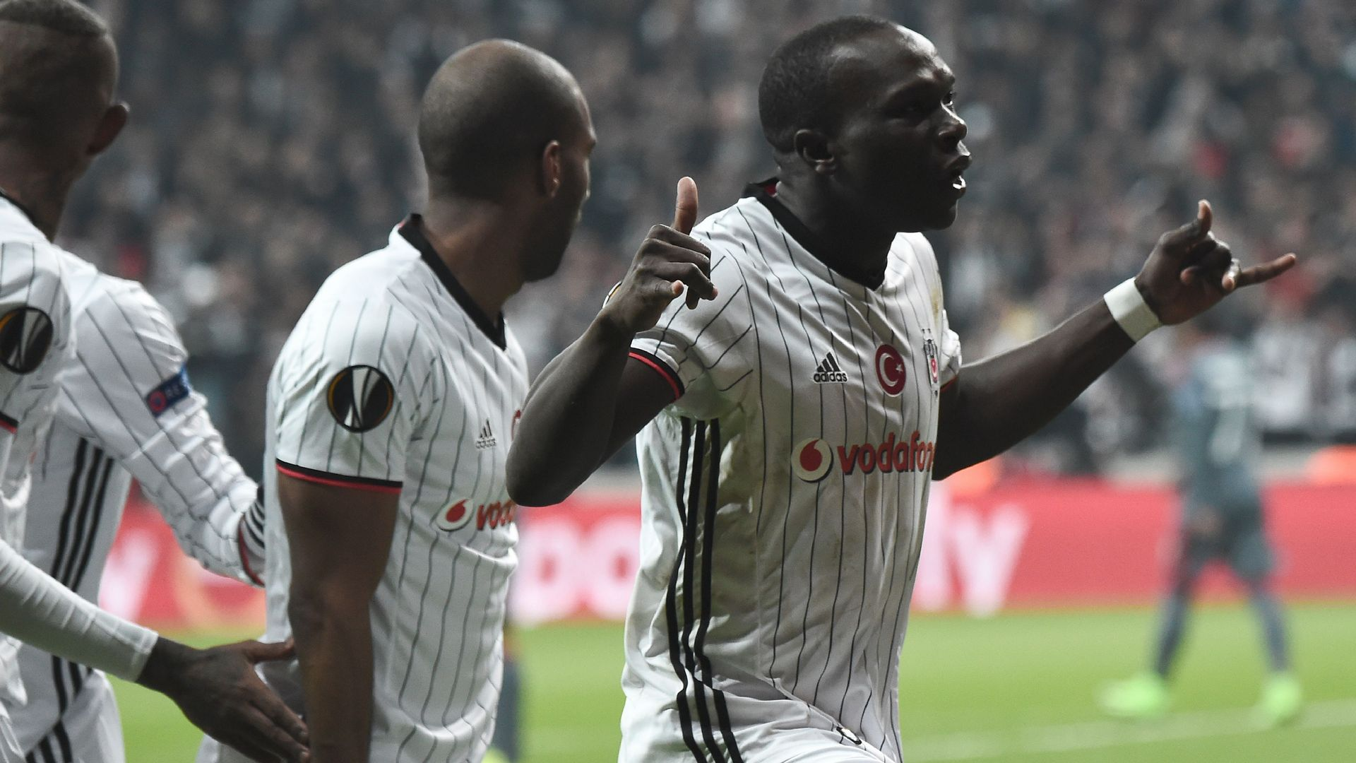 Aboubakar Ryan Babel Besiktas 3162017 UEL