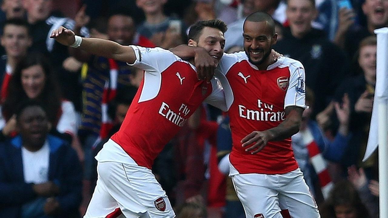 Mesut Ozil Theo Walcott Arsenal EPL 10042015