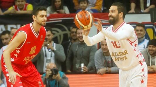 Arda Turan basketball