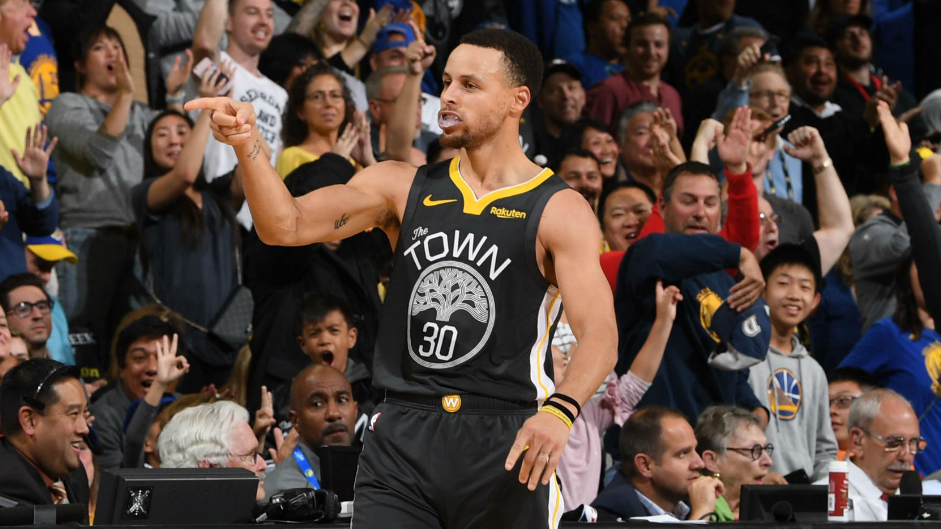 Stephen Curry's 42 points, game-winner leads Golden State Warriors past Los Angeles Clippers ...