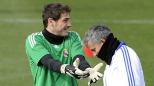 IKER CASILLAS JOSE MOURINHO REAL MADRID 21022011