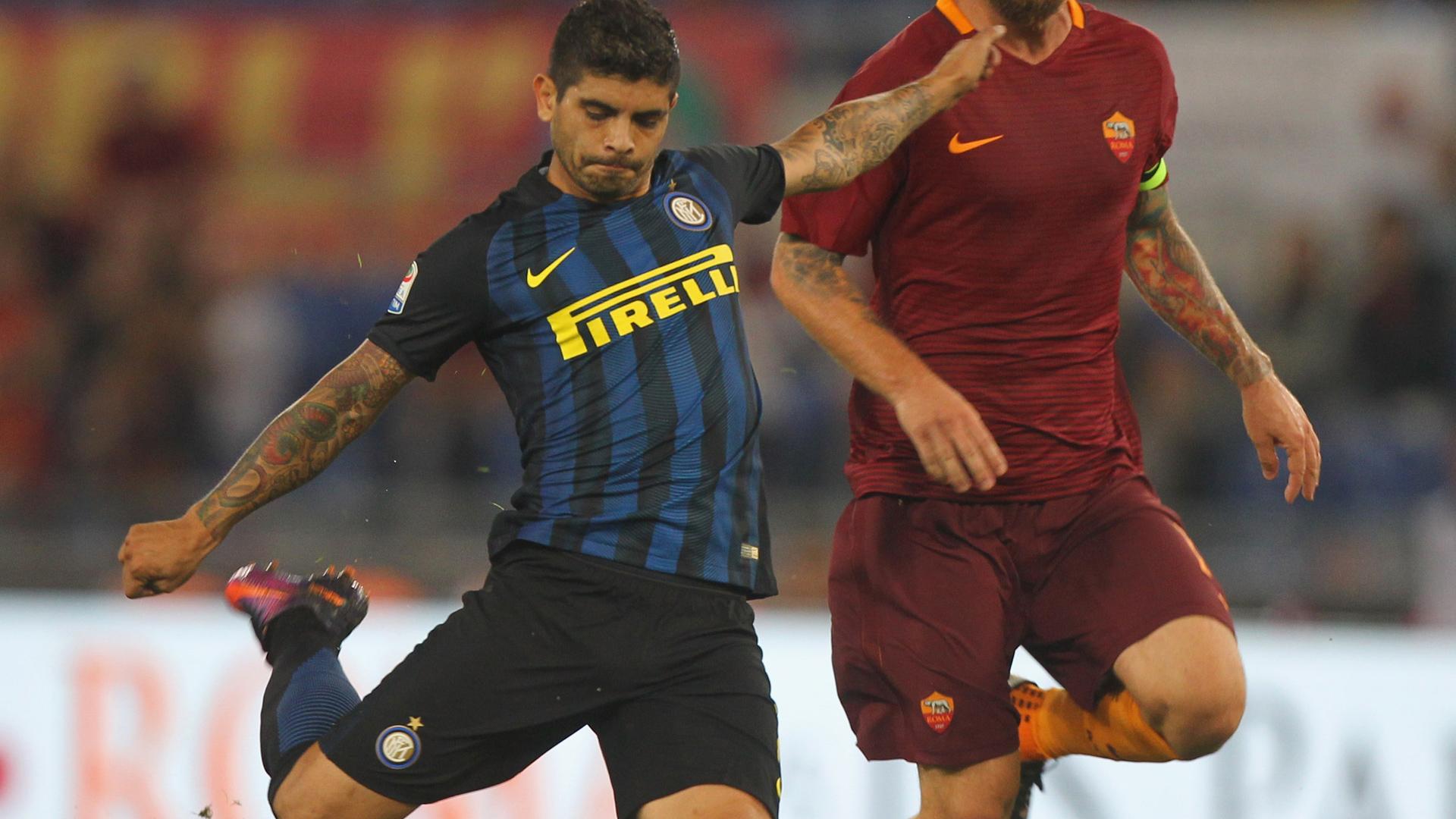 Ever Banega Daniele De Rossi Inter Milan AS Roma Serie A 02102016