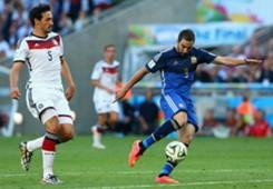 MATS HUMMELS GERMANY GONZALO HIGUAIN ARGENTINA 2014 WORLD CUP FINAL 07132014