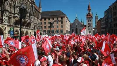 01 Bayern München Double-Feier Marienplatz 22052016