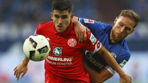 JAIRO SAMPERIO MAINZ BENEDIKT HOWEDES SCHALKE GERMAN BUNDESLIGA 23102016