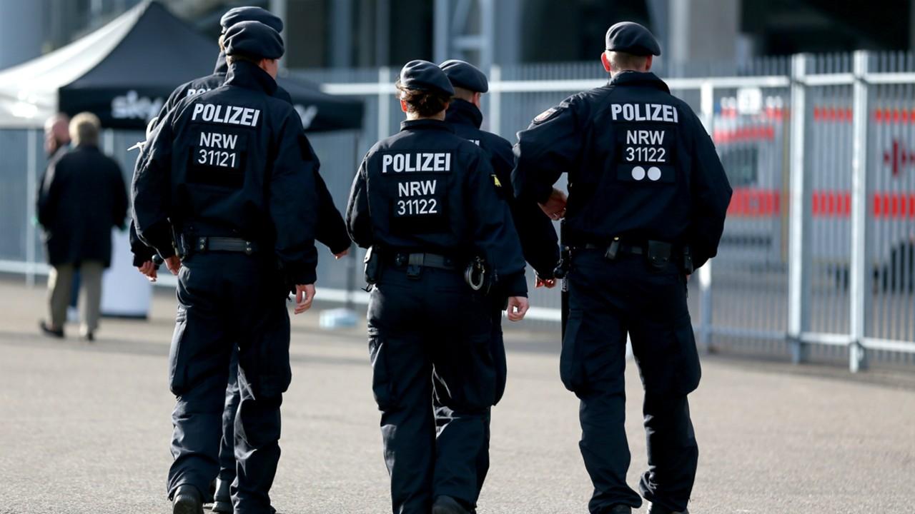 ผลการค้นหารูปภาพสำหรับ ตำรวจเบลเยียมบุกค้นสโมสรทั่วประเทศ