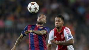Daniel Alves Ricardo Kishna Barcelona Ajax UEFA Champions League 10212014