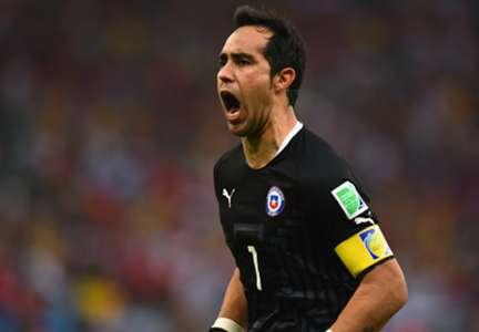 Claudio Bravo Spain Chile 2014 World Cup Group B 06182014