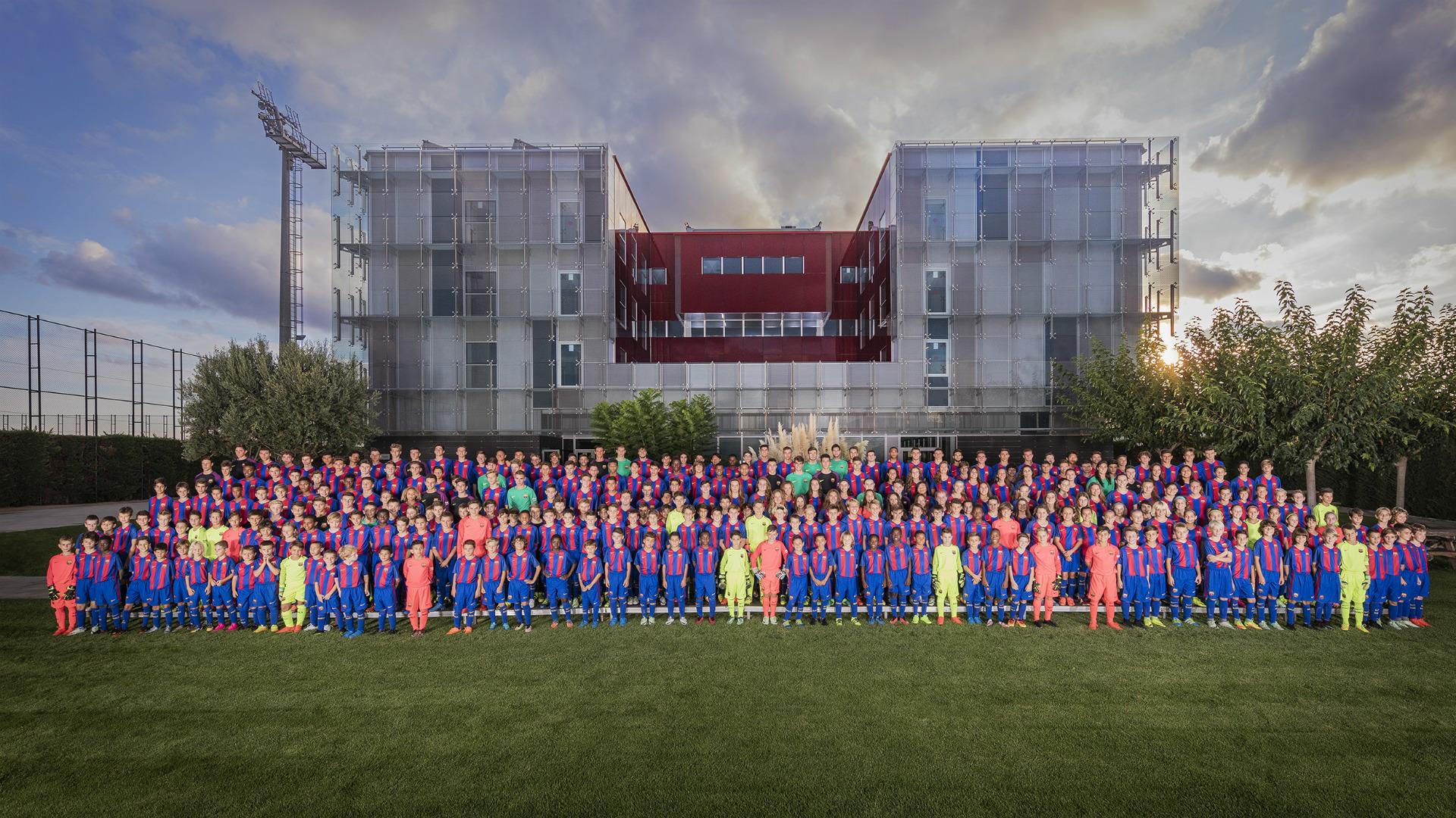 Barcelona lança projeto para criar mais 'Iniestas, Xavis e Messis'