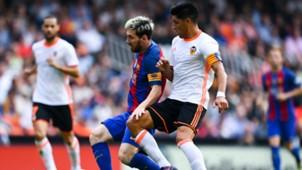 Lionel Messi Enzo Perez Valencia Barcelona LaLiga 22102016