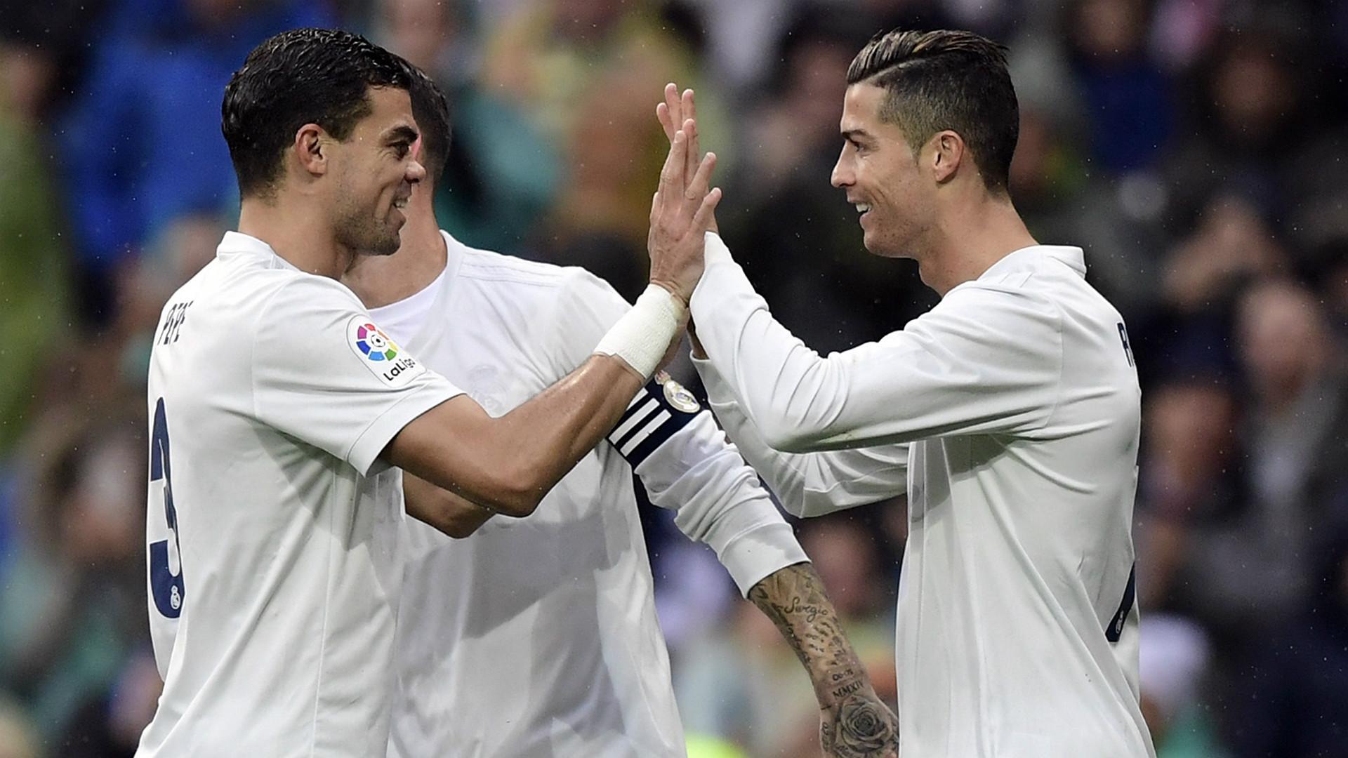 Pepe Cristiano Ronaldo Real Madrid Sporting Gijon La Liga 26112016