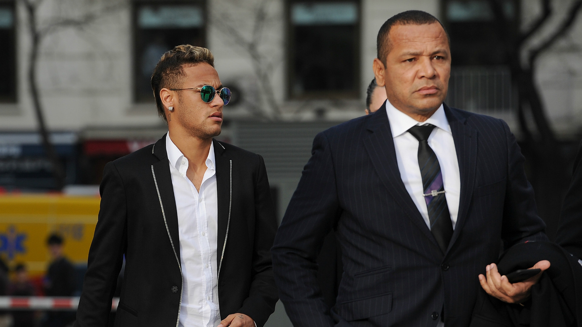 Neymar and father court