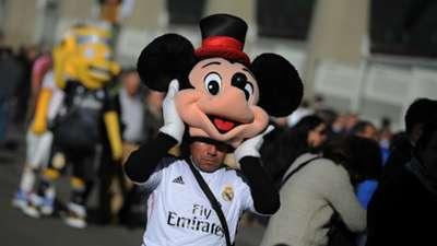 Man dressed as Mickey Mouse Real Madrid Espanyol Liga BBVA 01102015
