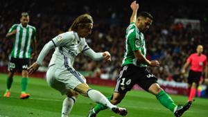 Luka Modric Riza Durmisi Real Madrid Real Betis LaLiga 12032017