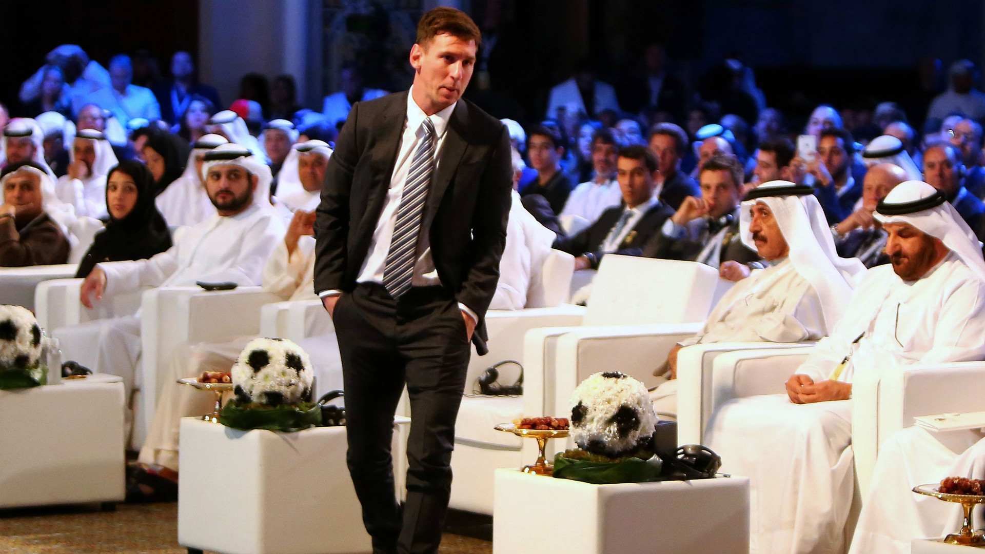 Lionel Messi Barcelona Globe Soccer