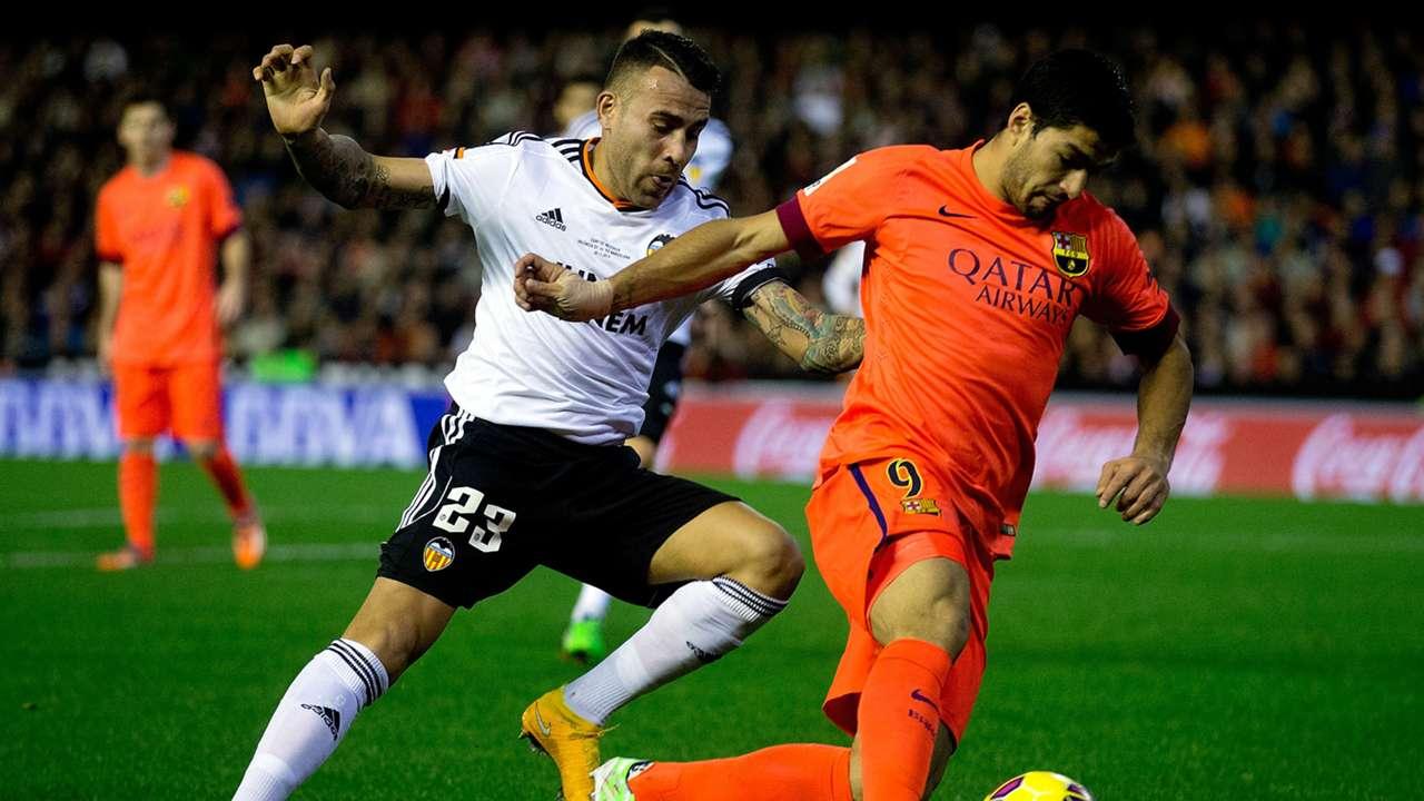 Nicolas Otamendi Luis Suarez Valencia Barcelona La Liga 30112014