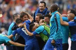 Italy celebrating vs Spain Euro 2016