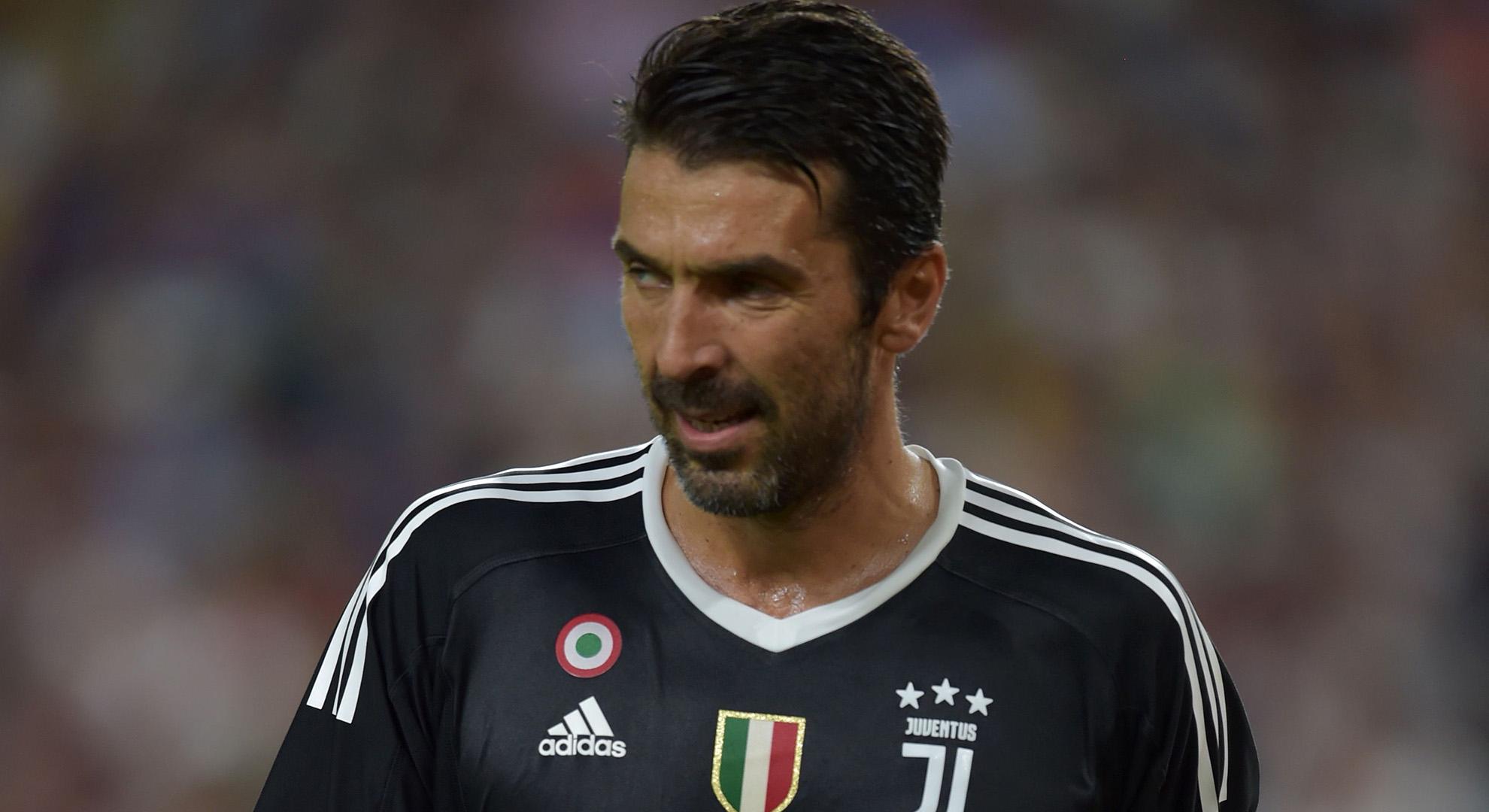 Juventus - Cagliari 3 a 0 . Protagonisti la Var e Buffon