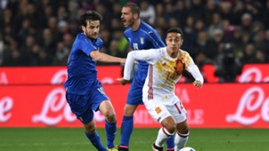 Thiago Alcantara chased by Marco Parolo Italy Spain friendly 24032016