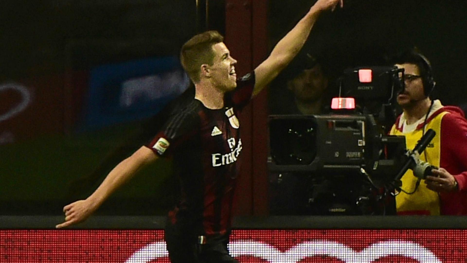 Marco Van Ginkel celebrates his scoring Milan Roma Serie A 09052015