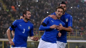 Marchisio celebrates his scoring Italy Romania 17112015