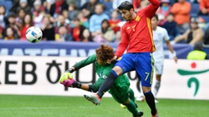 Alvaro Morata Kim Jin-Hyeon Spain South Korea