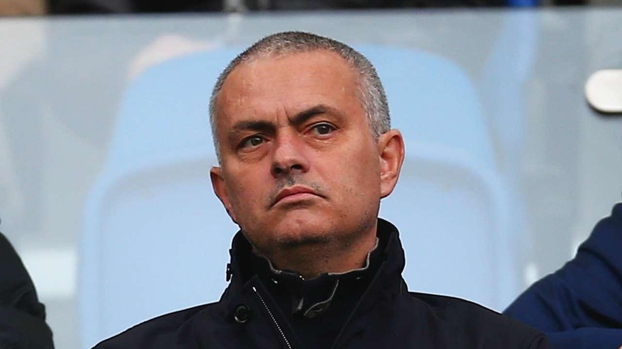 Chelsea Supporters Back Jose Mourinho