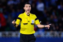 Referee Ovidiu Hategan