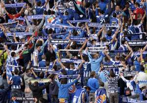 """Espanyol's fans turn their back during """"pasillo"""" to Barcelona"""