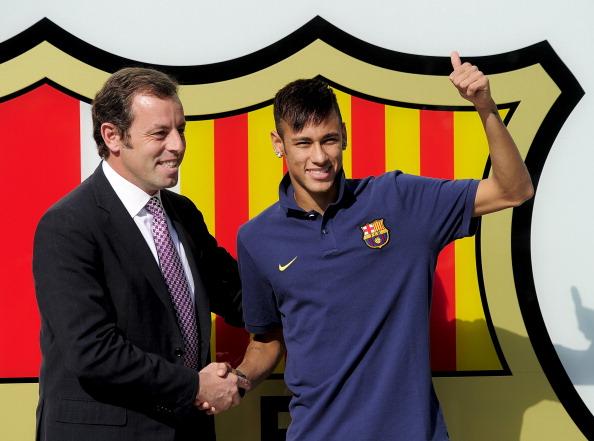 Neymar desabafou com os amigos que 'não estava feliz', diz Xavi