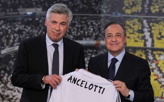 Carlo Ancelotti & Florentino Pérez with Real Madrid's jersey