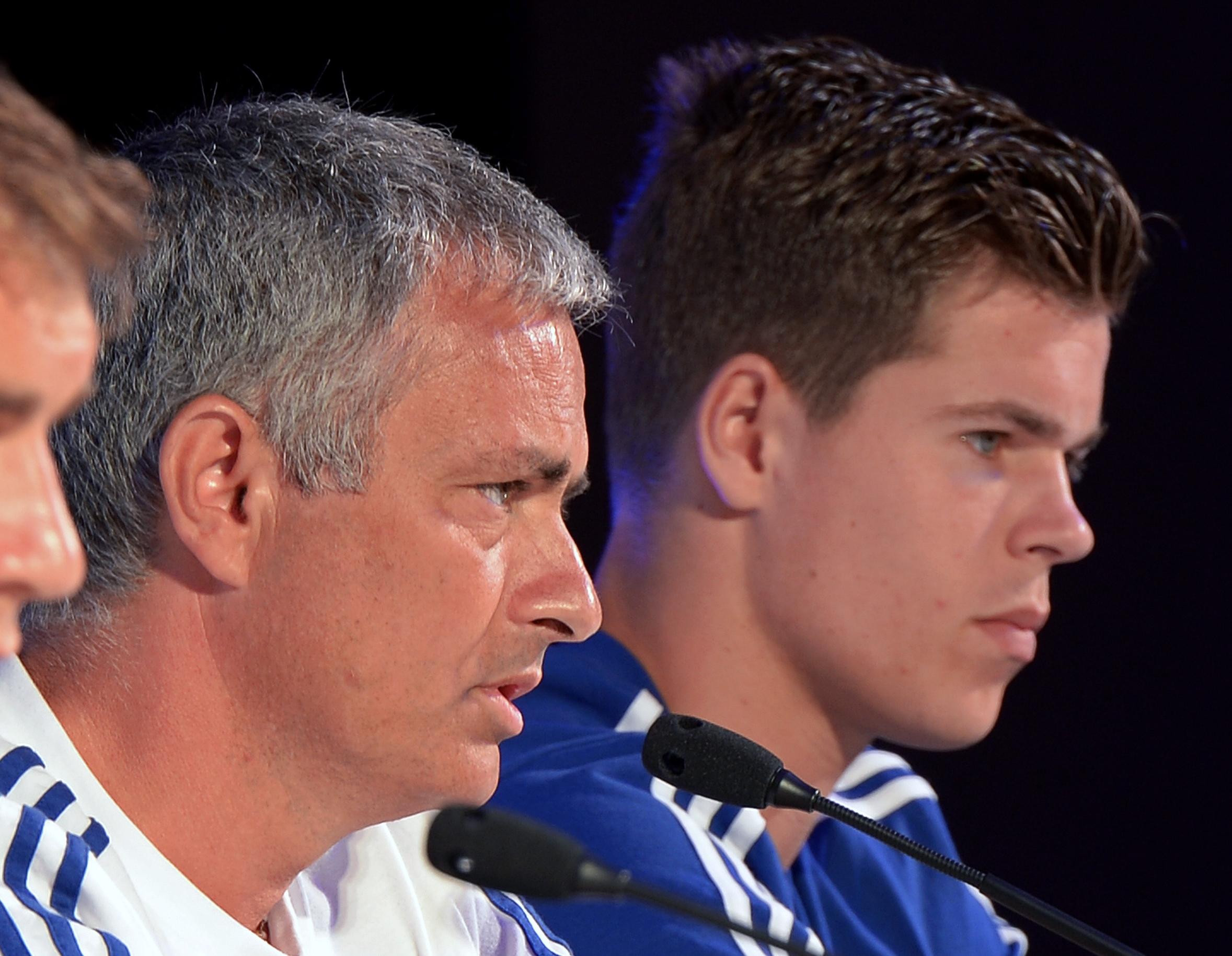 Mourinho and Van Ginkel (Chelsea)