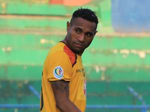 Titus Bonai - Semen Padang (GOAL.com/Abi Yazid)