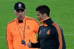 Real Madrid coach Carlo Ancelotti (L) and Cristiano Ronaldo