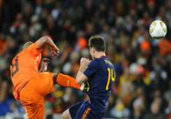 NIGEL DE JONG XABI ALONSO NETHERLANDS SPAIN WORLD CUP 2010