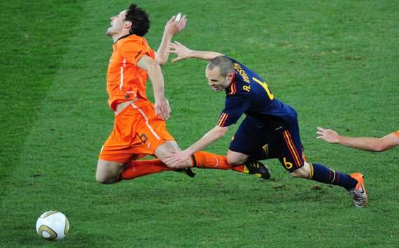 Van Bommel Iniesta Netherlands- Spain 2010