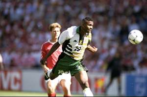 Lucas Radebe heads the ball against Denmark - 1998 Fifa World Cup