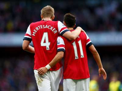 Per Mertesacker Mesut Özil Arsenal Norwich City Premier League 10192013