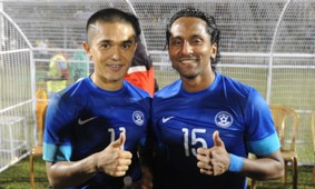 Sunil Chhetri Clifford Miranda India vs Nepal 11192013