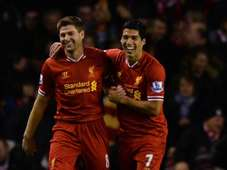 Luis Suarez (R) and Steven Gerrard (L) of Liverpool