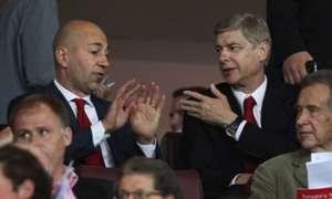 Arsene Wenger Ivan Gazidis Arsenal FC Olympiacos FC UEFA Champions League 09282011