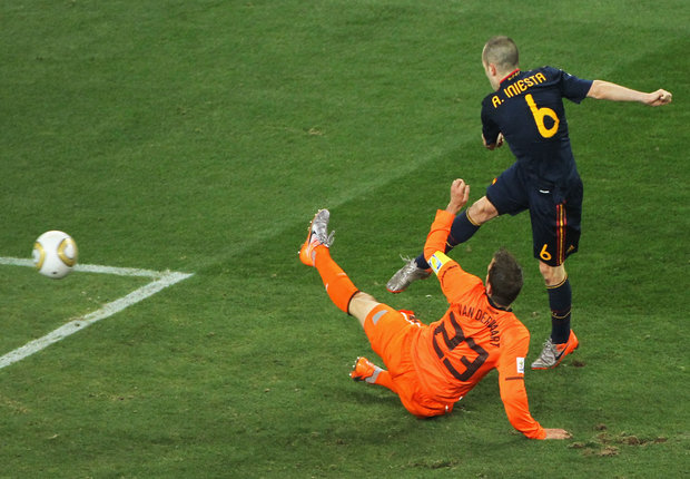 Van der Vaart Iniesta Netherlands Spain 2010