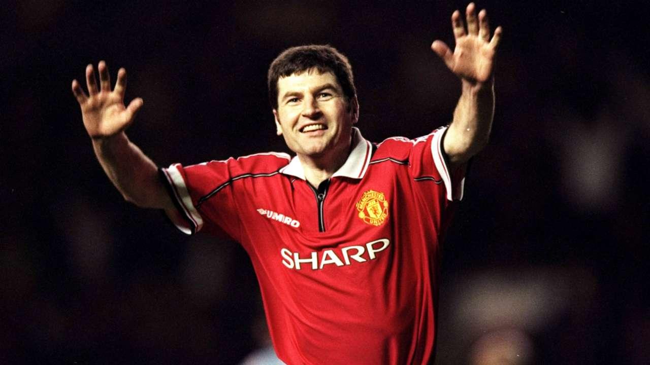 1 Denis Irwin Manchester United