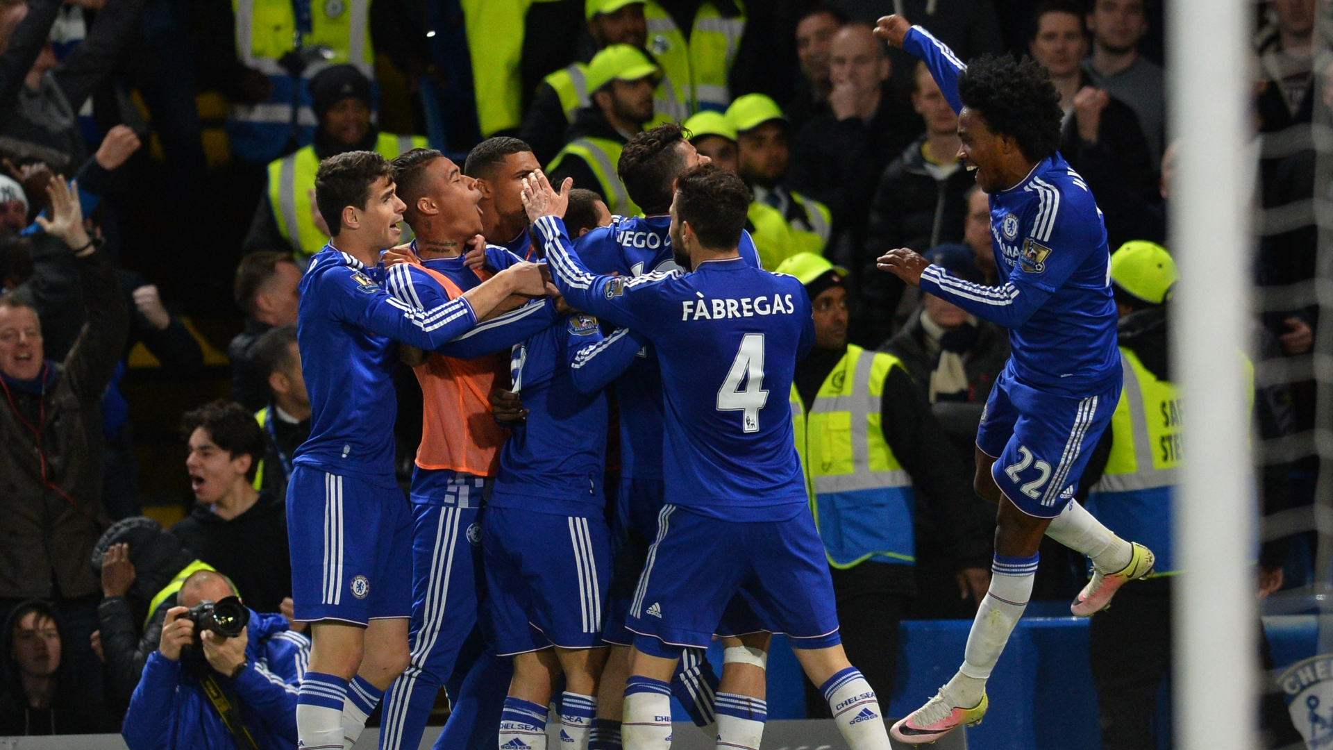 Chelsea celebrate second goal vs Tottenham