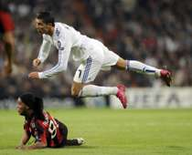 Cristiano Ronaldo vs Ronaldinho - Real Madrid vs Milan