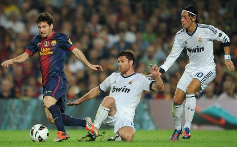 Lionel Messi, Xabi Alonso, Mesut Ozil - Barcelona-Real Madrid