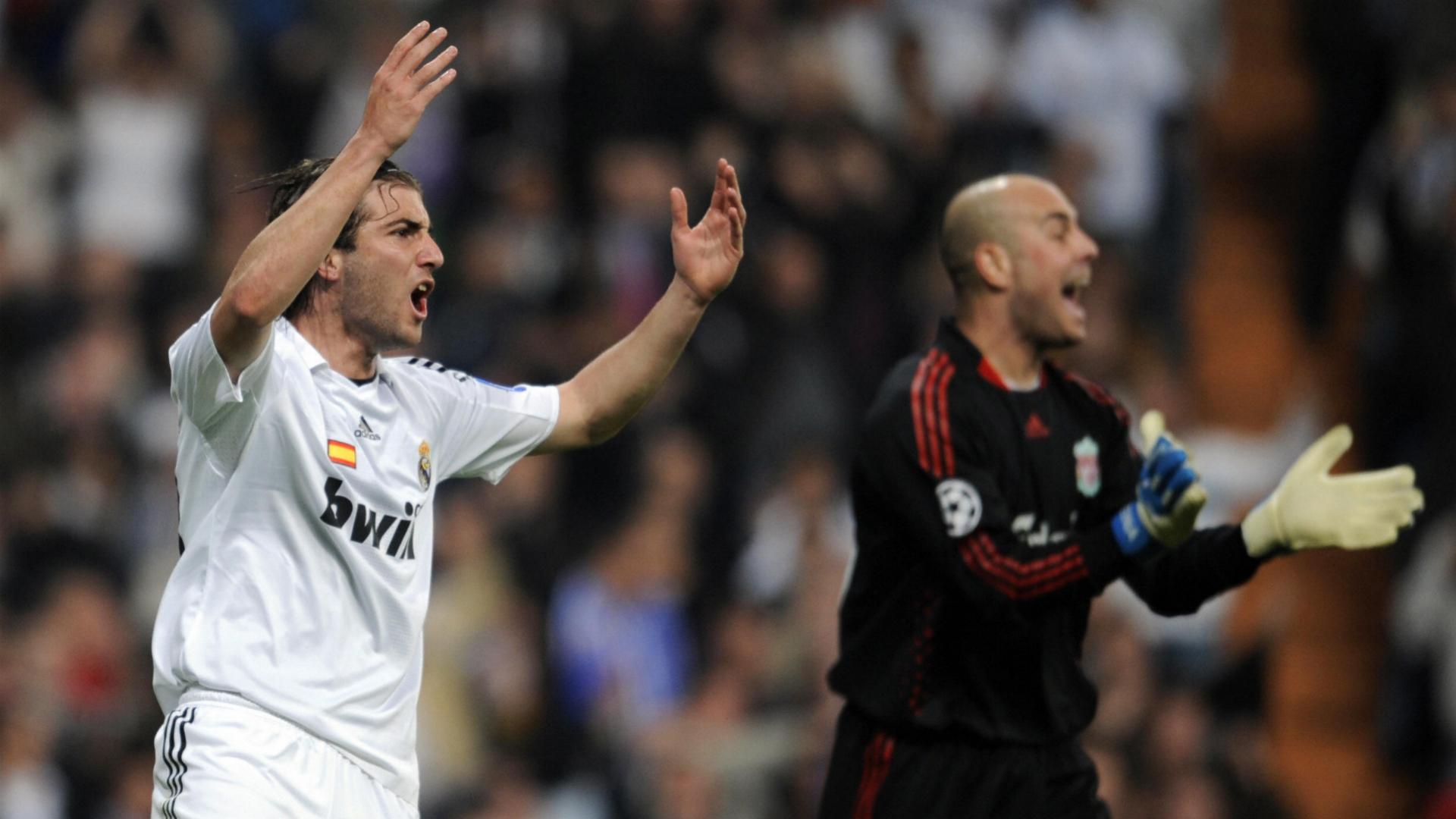 Gonzalo Higuain Pepe Reina Real Madrid Liverpool Champions League 2009